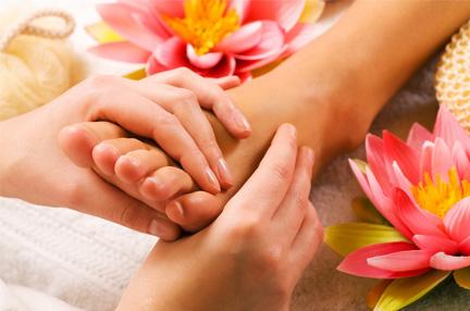 Centro Bienestar marbella maxdina bienestar y belleza marbella Cuidados-de-manos-pies-maxdina-marbella